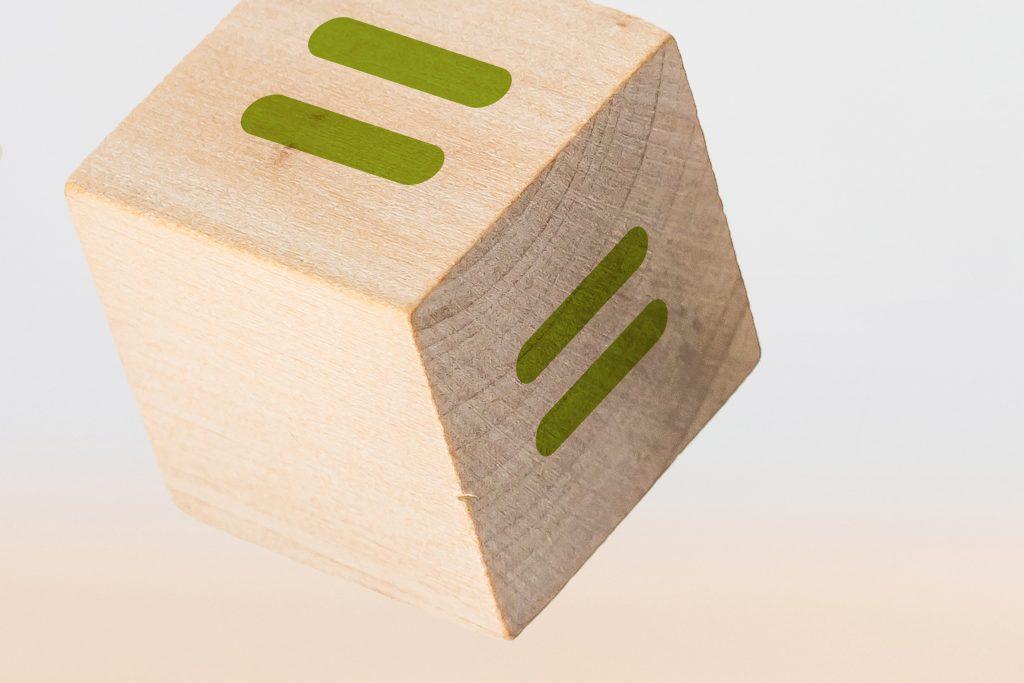 Holzwürfel mit Ergebnis Icon