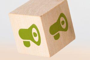 Holzwürfel mit Lautsprecher-Icon
